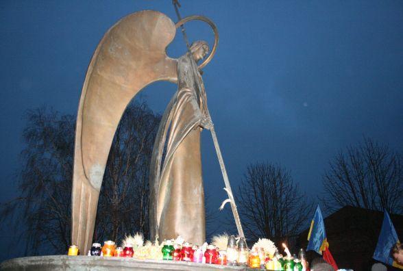 Запалити свічку та покласти квіти: хмельничан запрошують вшанувати пам'ять жертв голодоморів