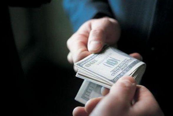 На Шепетівщині засудили спеціаліста сільради: він вимагав 25 тисяч гривень за документи на землю