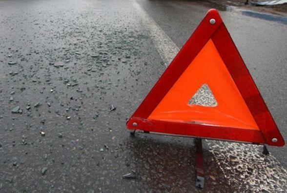 """У Білогірському районі """"Renault"""" злетів з дороги: пасажир у лікарні"""
