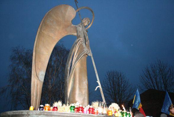 У Хмельницькому вшанують пам'ять жертв голодоморів: охочих запрошують прийти на майдан Незалежності