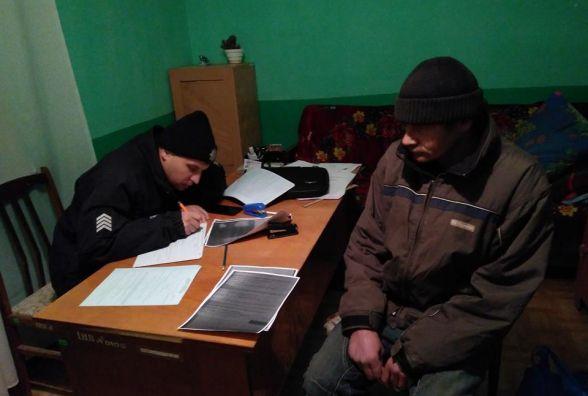 Чоловіка, який розривав могили на Київщині, спіймали у Новій Ушиці