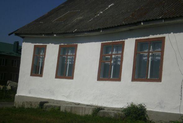 Стеля просіла, а стіни трухляві: у Шепетівському районі діти бояться ходити у школу