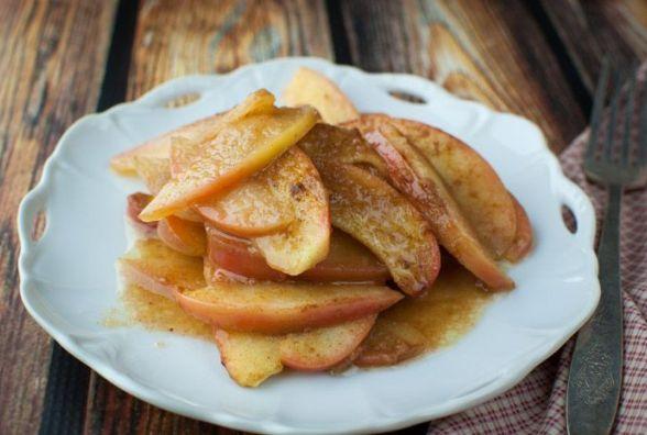 Смачний і швидкий сніданок: як приготувати печені яблука з корицею