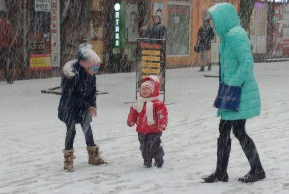 Хмельницький засипає снігом (ФОТО)