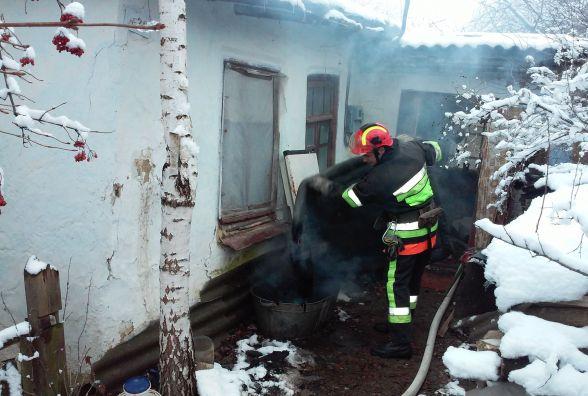 91-річна мешканка Деражні ледь не згоріла у власному будинку. Жінку врятували сусіди