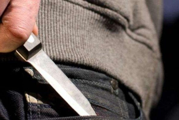 Чоловіка, який підрізав волонтерку у центрі Хмельницького, взяли під варту