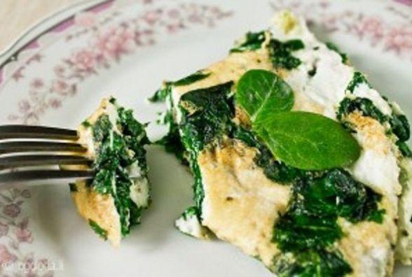 Корисний сніданок: як приготувати яєчні білки зі шпинатом в мікрохвильовці