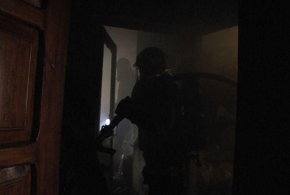 9 пожежників на двох машинах гасили будинок на Козацькій