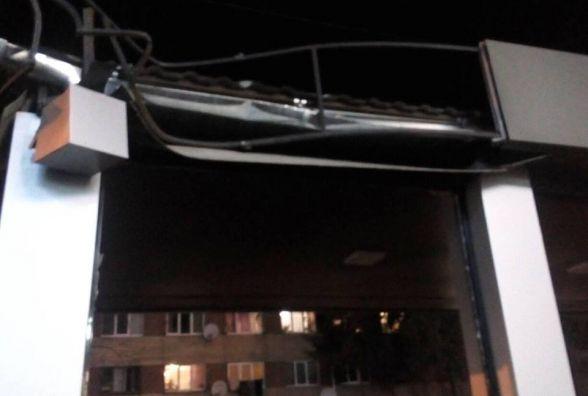 На Зарічанській потрощили нову зупинку громадського транспорту