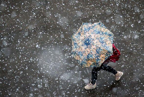 Штормовий вітер та мокрий сніг: на Україну насувається циклон
