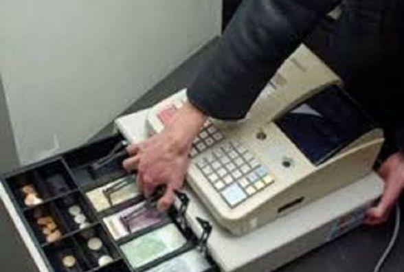 Два магазини за добу обчистили у Хмельницькому: винесли гроші і мобільні телефони