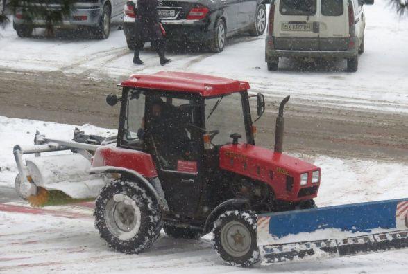 Хмельничан просять не залишати авто там, де працює снігоприбиральна техніка