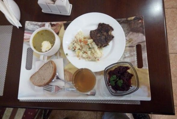 Перевіряємо хмельницькі їдальні: як годують чиновників у «Luxor Plaza» на майдані