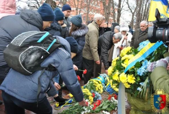 У пам'ять про В'ячеслава Чорновола: хмельничани долучилися до урочистого мітингу