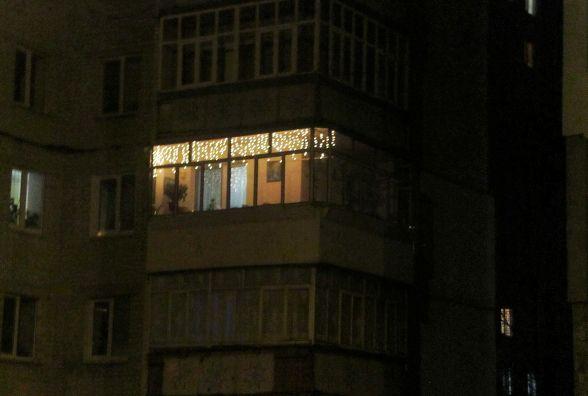 Заглядаємо в чужі вікна. Як хмельничани прикрасили помешкання до Нового року