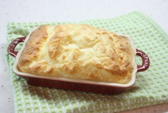Смачний і швидкий сніданок: як приготувати омлет-суфле з шинкою і сиром