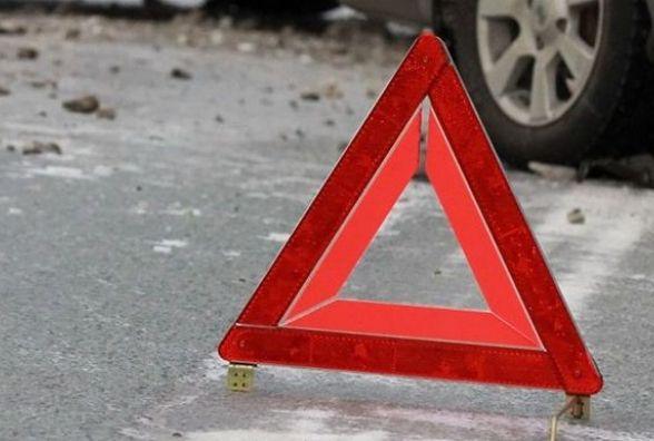 У Волочиському районі вантажівка збила чоловіка. Він помер на дорозі