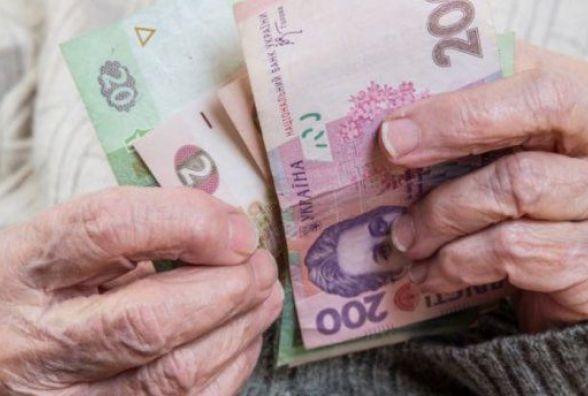 Січневі пенсії в грудні:  кому із хмельничан заплатять та коли чекати решти