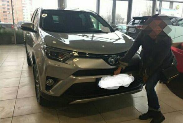 """Хмельницькі правоохоронці шукають викрадену автівку """"Toyota Rav 4"""""""