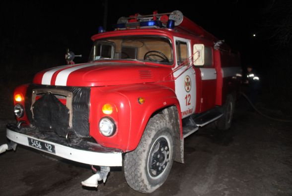 Дві бригади рятівників гасили будинок у Дунаївцях. У полум'ї знайшли два тіла
