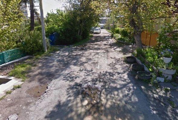 """""""Після дощу можна плавати на байдарках"""": хмельничанин Олег просить відремонтувати вулицю у центрі міста"""
