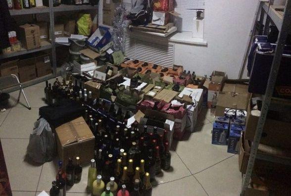"""У Хмельницькому хотіли продати  """"сурогат"""" під виглядом елітного алкоголю"""