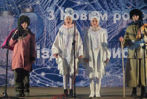Біля кінотеатру Шевченка співали різдвяні колядки і щедрівки (ВІДЕО)