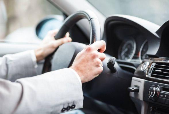 Перше посвідчення водія хмельничанам вже видають лише на два роки.  Як міняють тимчасове на постійне