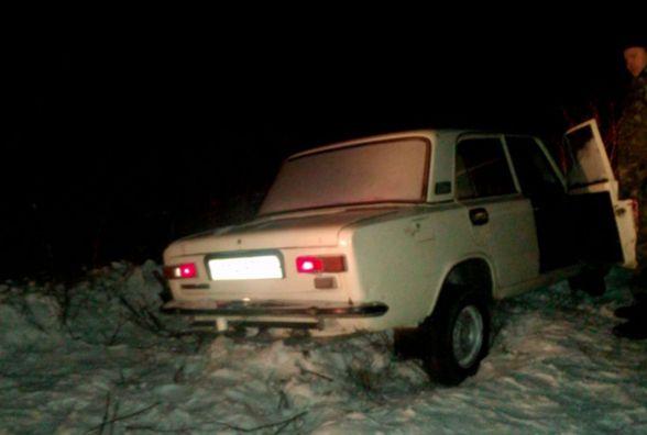 """У Городоцькому районі """"ВАЗ"""" злетів у кювет. Авто діставали рятівники"""