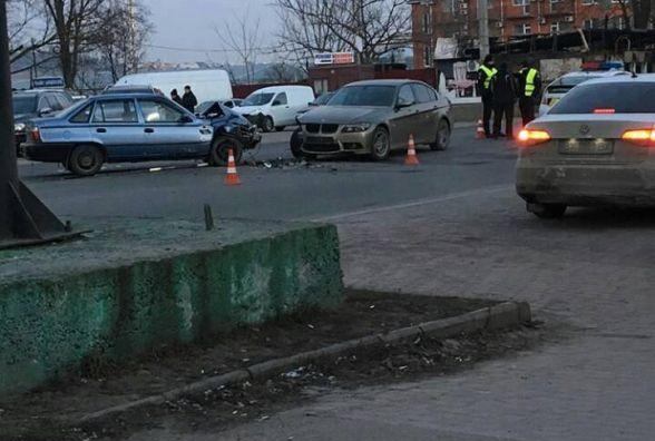 """На проспекті Миру п'яний водій """"Daewoo Nexia"""" влетів у """"BMW"""" (ОНОВЛЕНО)"""