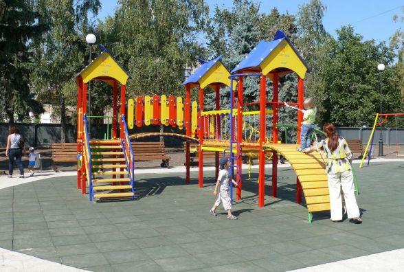 У Хмельницькому збудують 49 нових дитячих і спортивних майданчиків: шукайте місця на карті