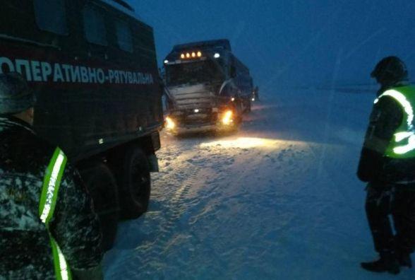 Україну засипає снігом до колін. Яка ситуація на Хмельниччині