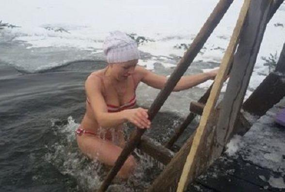 Водохреща у Хмельницькому: біля ополонок вже збираються люди, після купання п'ють безкоштовний чай