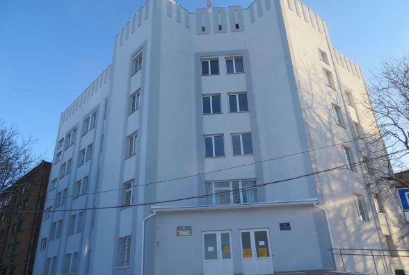 Фото дня: на Володимирській оновили фасад Департаменту соцзахисту