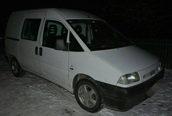 """На Заводській затримали чоловіка, який намагався """"обчистити"""" автівку"""