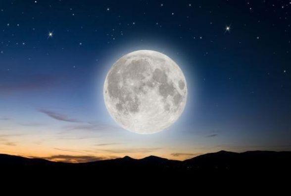 Жителі Землі зможуть побачити «блакитний кривавий супермісяць»