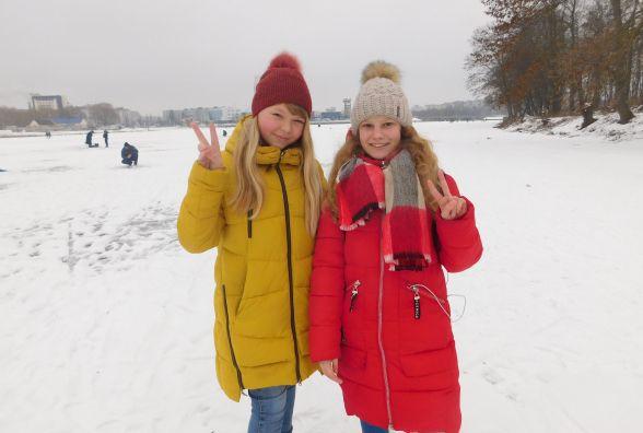 Вихідні на ковзанах і з вудкою в руках. Хмельничани приходять на річку цілими сім'ями