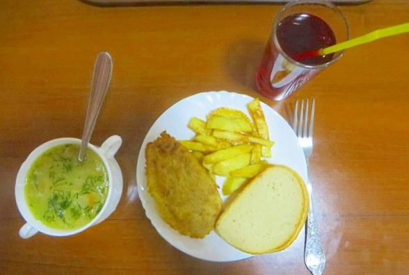 "Перевіряємо хмельницькі їдальні: як годують у кафе ""Два гуся"""