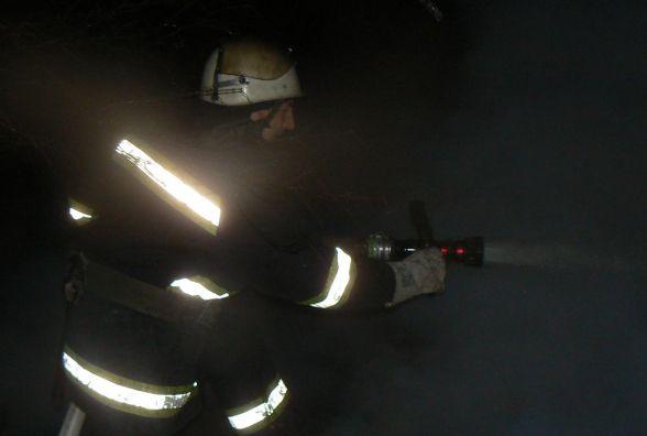 Під час пожежі у багатоповерці на Гречанах ледь не згорів безхатько