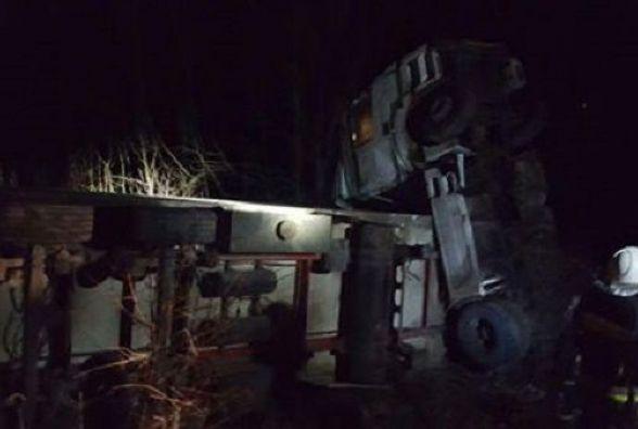 На Кам'янеччині перекинулася вантажівка. Постраждав водій-іноземець