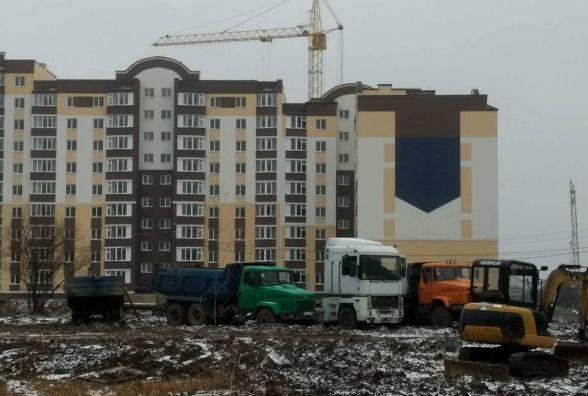 Різнокольорові будинки і новий ТЦ. Як розбудовується Трудова