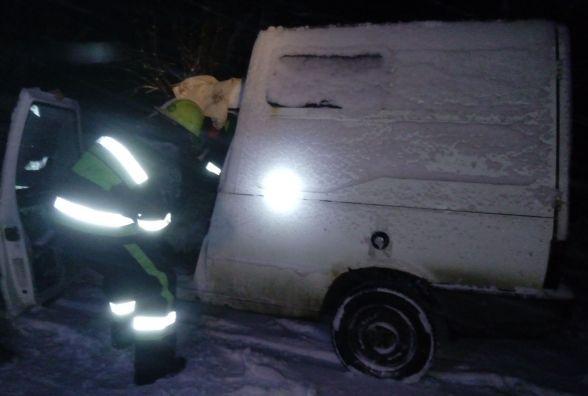 """На Ярмолинеччині """"Fiat"""" злетів з дороги і врізався у дерево: водій загинув на місці"""