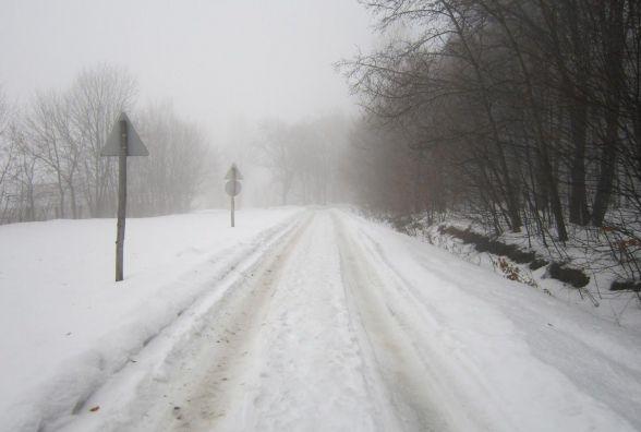 Наслідки снігопаду: де в Україні ускладнений і заборонений рух транспорту (КАРТА)