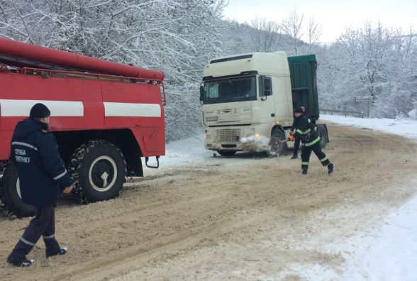 Наслідки негоди: яка ситуація на дорогах Хмельниччини