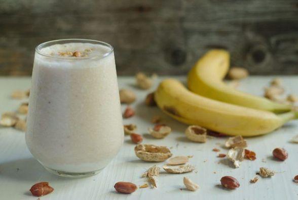 Смачний і швидкий сніданок: готуємо смузі з бананом і яблуком