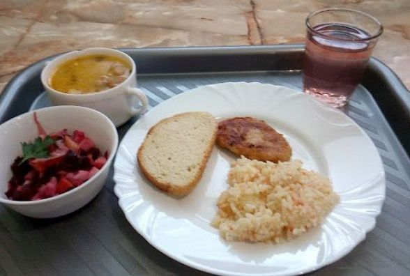 Перевіряємо хмельницькі їдальні: як годують у кафе «Центральне»