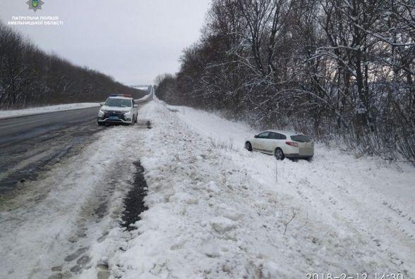 """Поблизу Красилова у  сніговому заметі  патрульні """"упіймали"""" п'яного водія"""