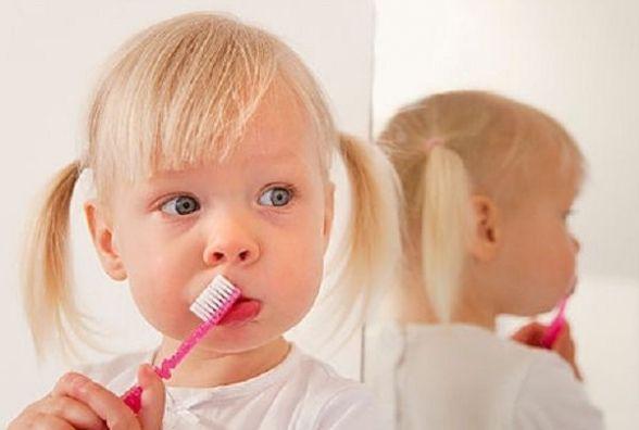 Ідеальна усмішка: Супрун розповіла, як правильно чистити зуби
