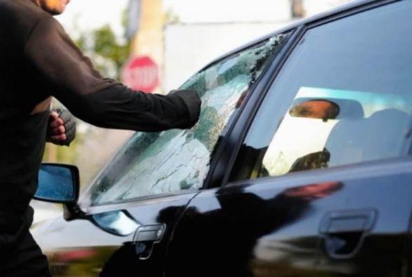 У День закоханих грабіжники не відпочивали: у Хмельницькому обчистили два автомобілі