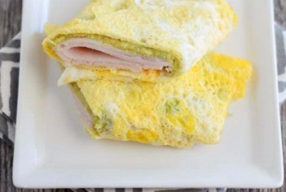 Смачний і швидкий сніданок: готуємо яєчні млинці з начинкою
